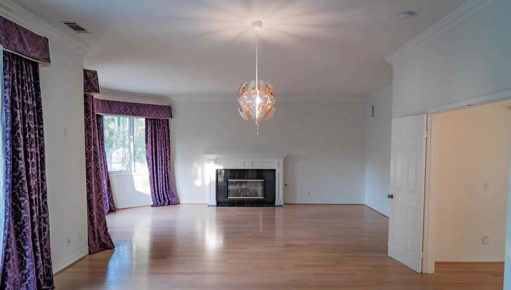 villa-a-vendre-louer-brentwood-cheminee-piscine-jacuzzi