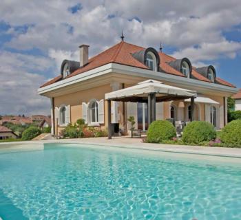 villa-campagne-piscine-eau-salee-vues-panoramiques-lac-leman-alpes-a-vendre
