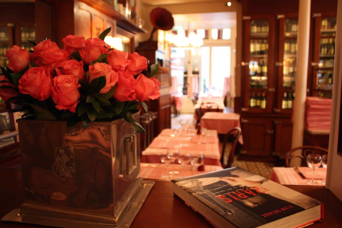 la fontaine de mars paris 7 la brasserie o la cuisine du sud ouest est l honneur. Black Bedroom Furniture Sets. Home Design Ideas