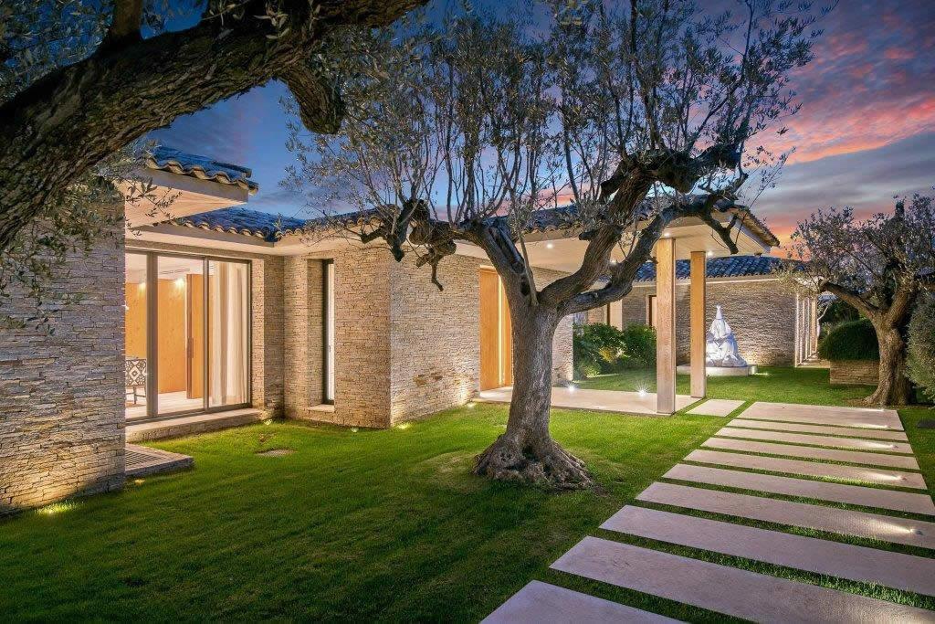 Cherche Villa Piscine Moins  Euros Est Herault