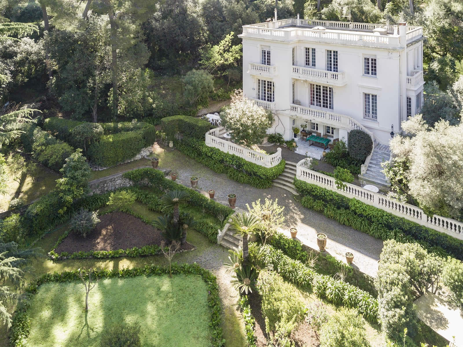 villa-a-vendre-cap-antibes-vue-mer-parc-arbore-garage