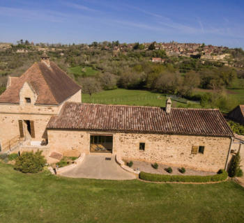 propriete-restauree-a-vendre-domme-vue-village-fortifie-cheminee-jacuzzi