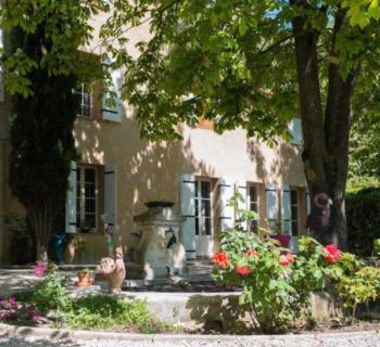 bastide-a-vendre-aix-en-provence-cheminee-atelier-piscine-vue-sainte-victoire