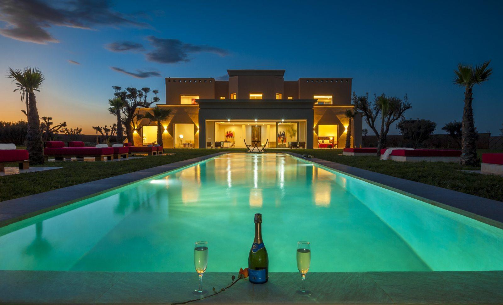 villa-contemporaine-a-vendre-piscine-parc-paysager