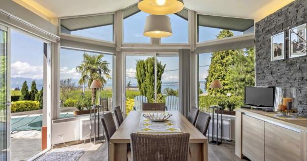maison-moderne-a-vendre-veranda-chauffee-cheminee-terrasse-balcon-piscine-buanderie-cave