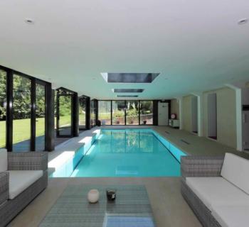 villa-contemporaine-a-vendre-triel-sur-seine-terrasse-cheminee-piscine-cave-luxe