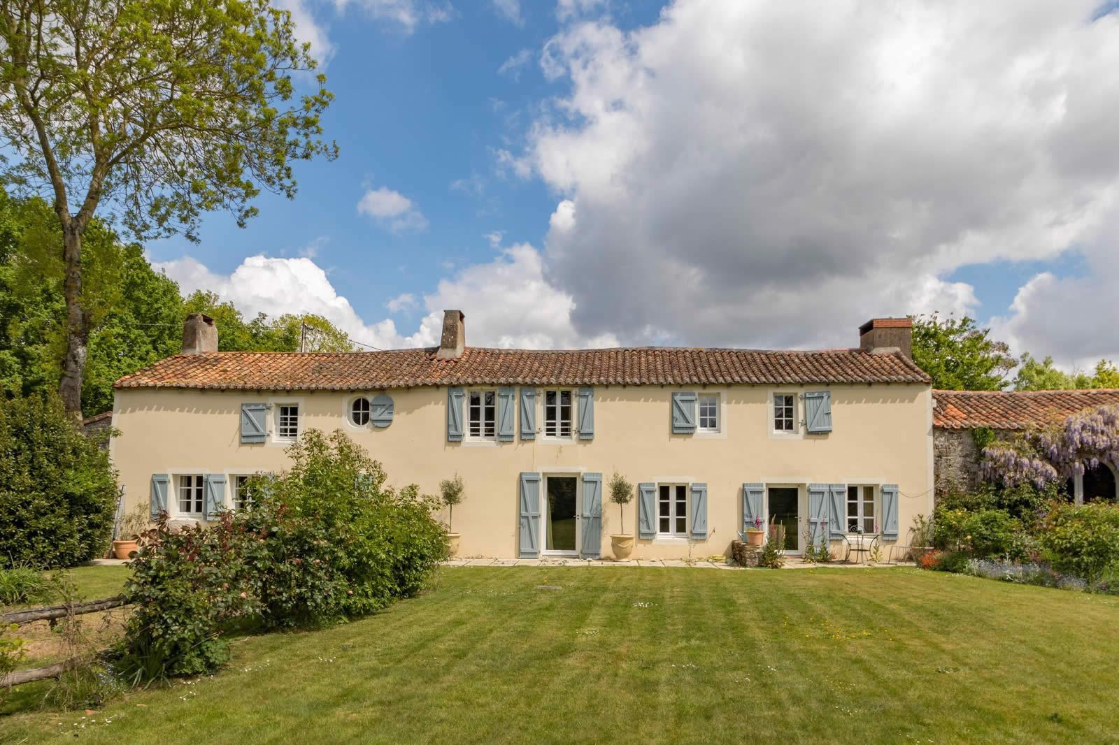 maison-a-vendre-vertou-piscine-cheminee-studio-ecurie-jardin
