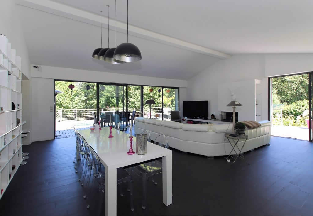 contemporary-villa-for-sale-triel-sur-seine-terrasse-fireplace-pool-cellar-luxury
