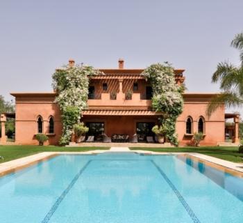 villa-for-sale-patio-jacuzzi-hammam-pool-garage