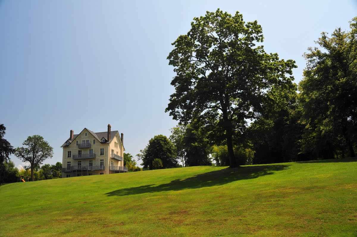 villa-a-vendre-villers-sur-mer-cheminee-baies-vitrees-jardin-terrasses-parc