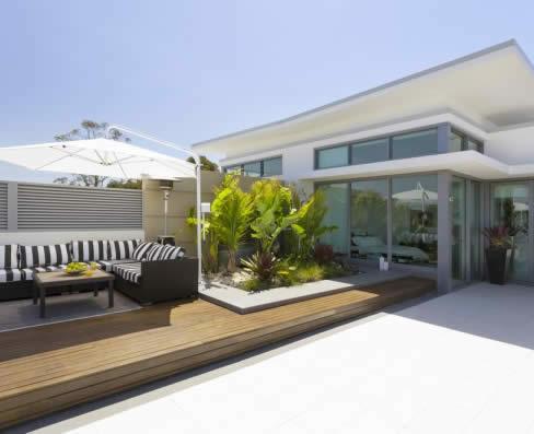 appartement-luxueux-a-vendre-porto-vecchio-vaste-sejour-cuisine-americaine-terrasse