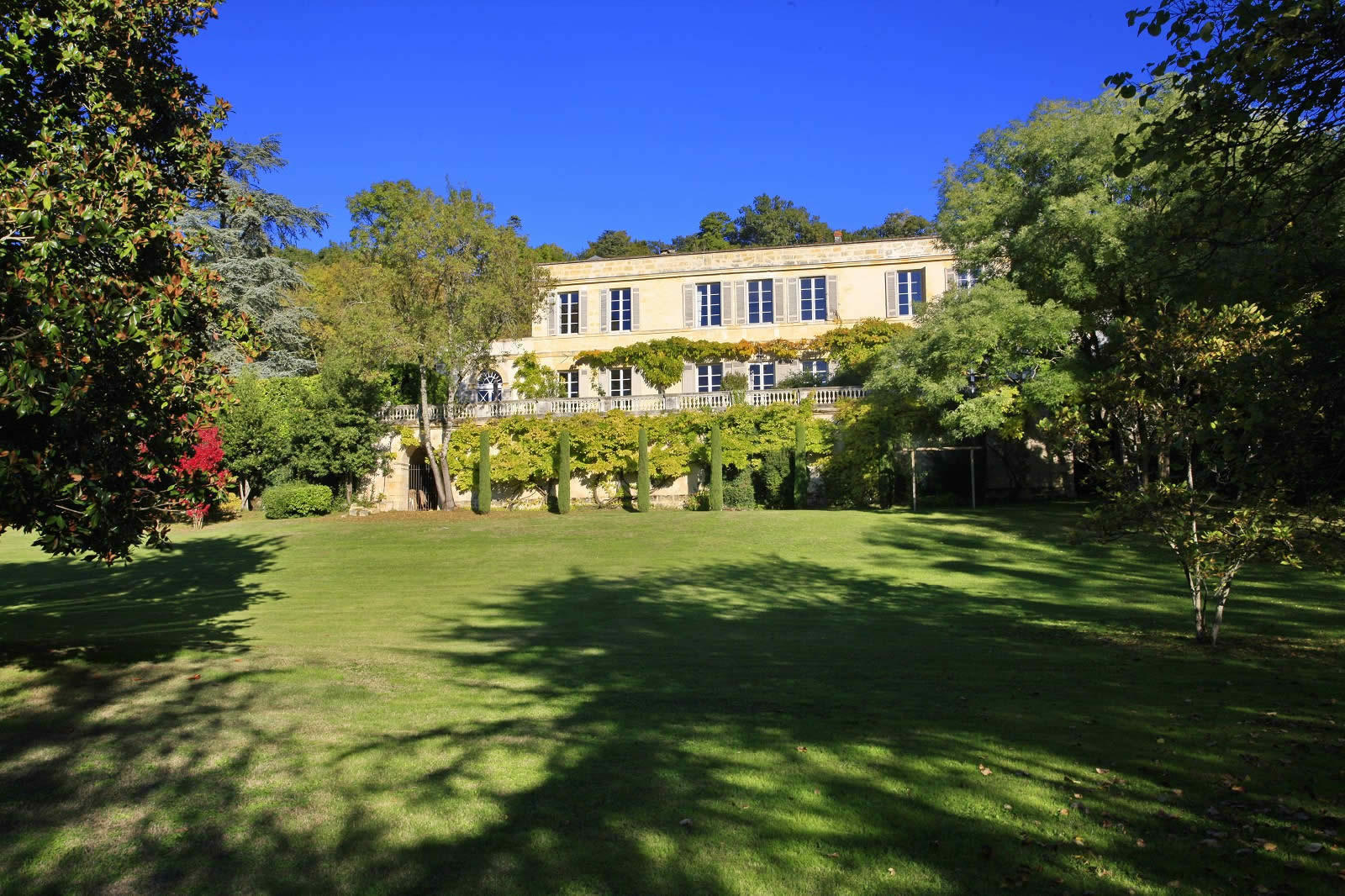 chateau-a-vendre-3-hectares-cheminee-2-caves-voutees