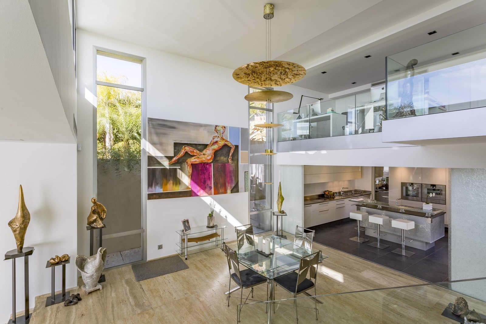 villa-architecte-a-vendre-ascenseur-terrasse-piscine-et-hammam