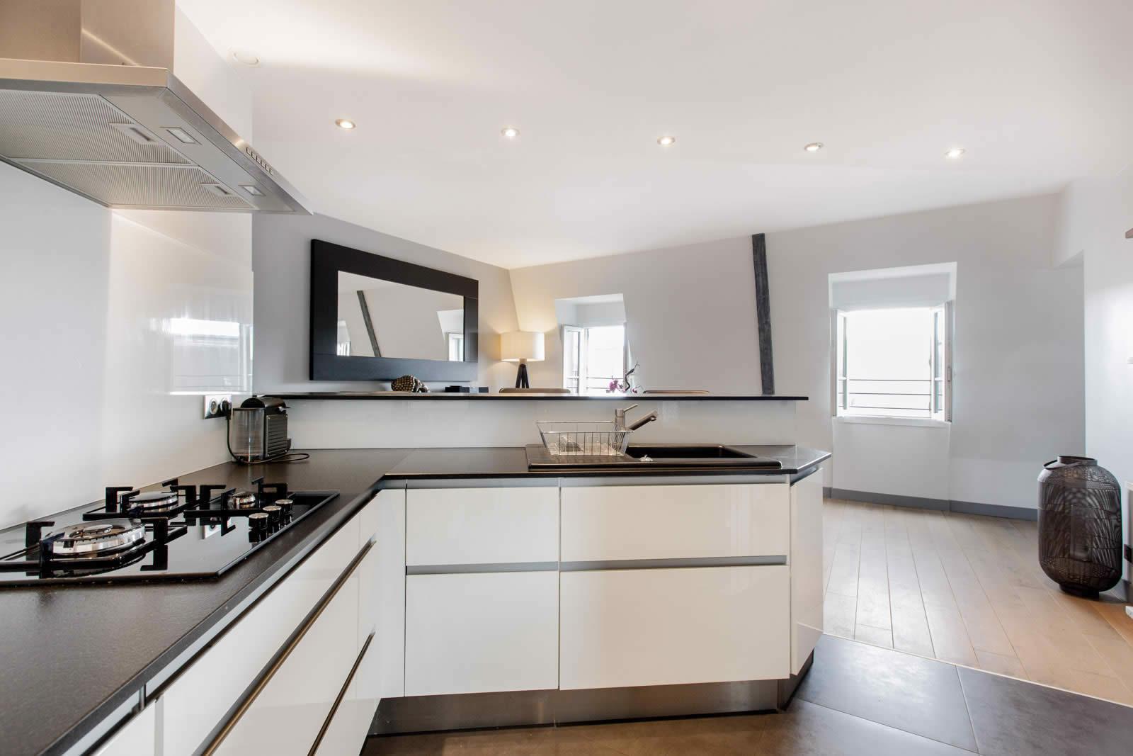 appartement-haussmannien-renove-a-vendre-lumineux-balcon-2-chambres