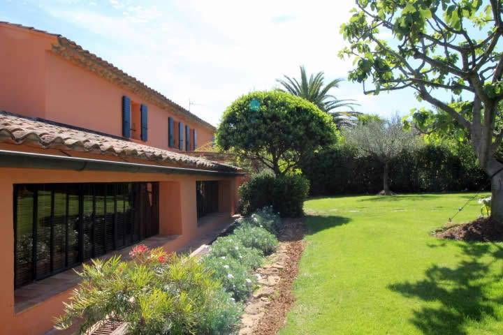 ferme-provencale-jardin-paysager-a-vendre-sanary-sur-mer-dependance-cheminee-piscine-patio-terrasses