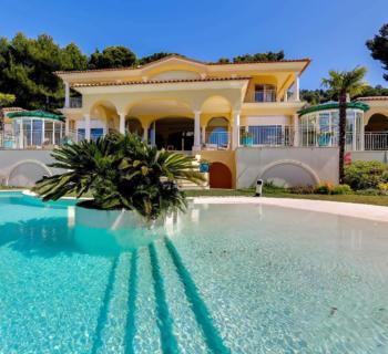 villa-a-vendre-piscine-gymnase-garages-parkings
