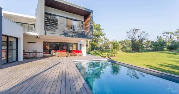 villa-contemporaine-terrasse-piscine-a-louer-vacances-anglet