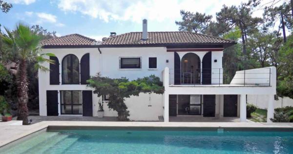 villa-a-vendre-anglet-piscine-chauffee-hammam-terrasses-garage