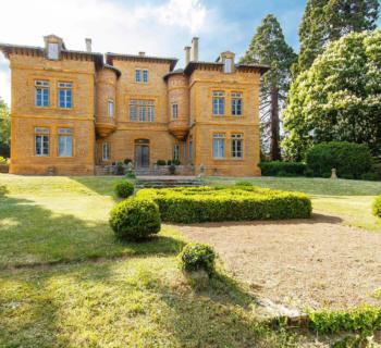 propriete-19-eme-siecle-a-vendre-cheminee-terrasse-exposee-sud-8-chambres