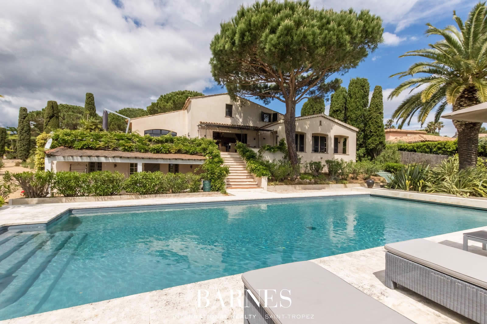 Maison moderne vendre evian v randa ferm e et for Club piscine lasalle
