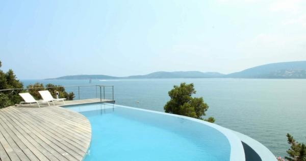buy-house-villa-waterfront-swimming-pool