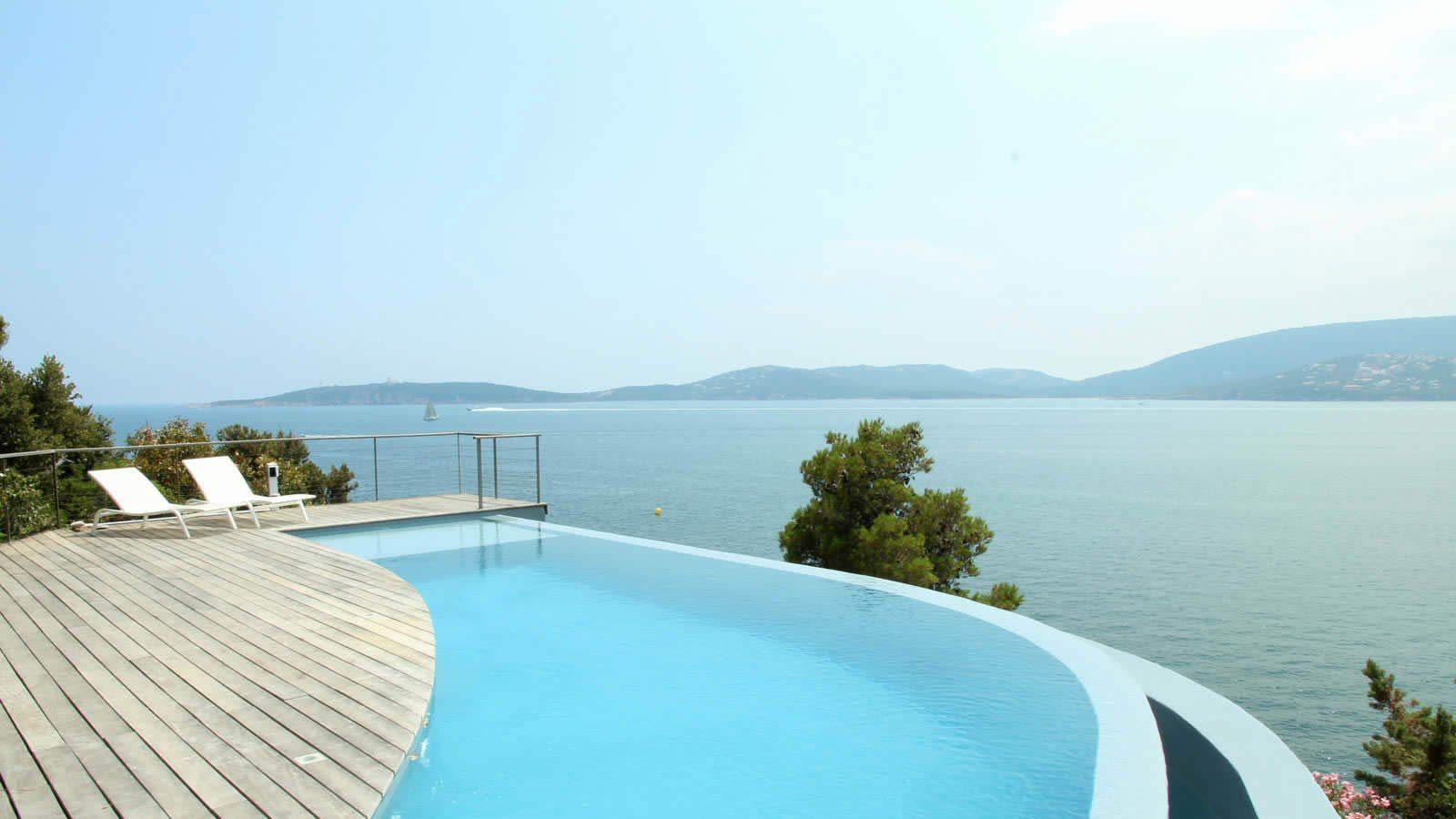 Rent a villa in saint tropez magnificent 5 bedroom villa for Buy swimming pool