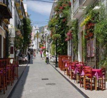 discover-marbella-chic-seaside-resort-paradisiacal-beaches..