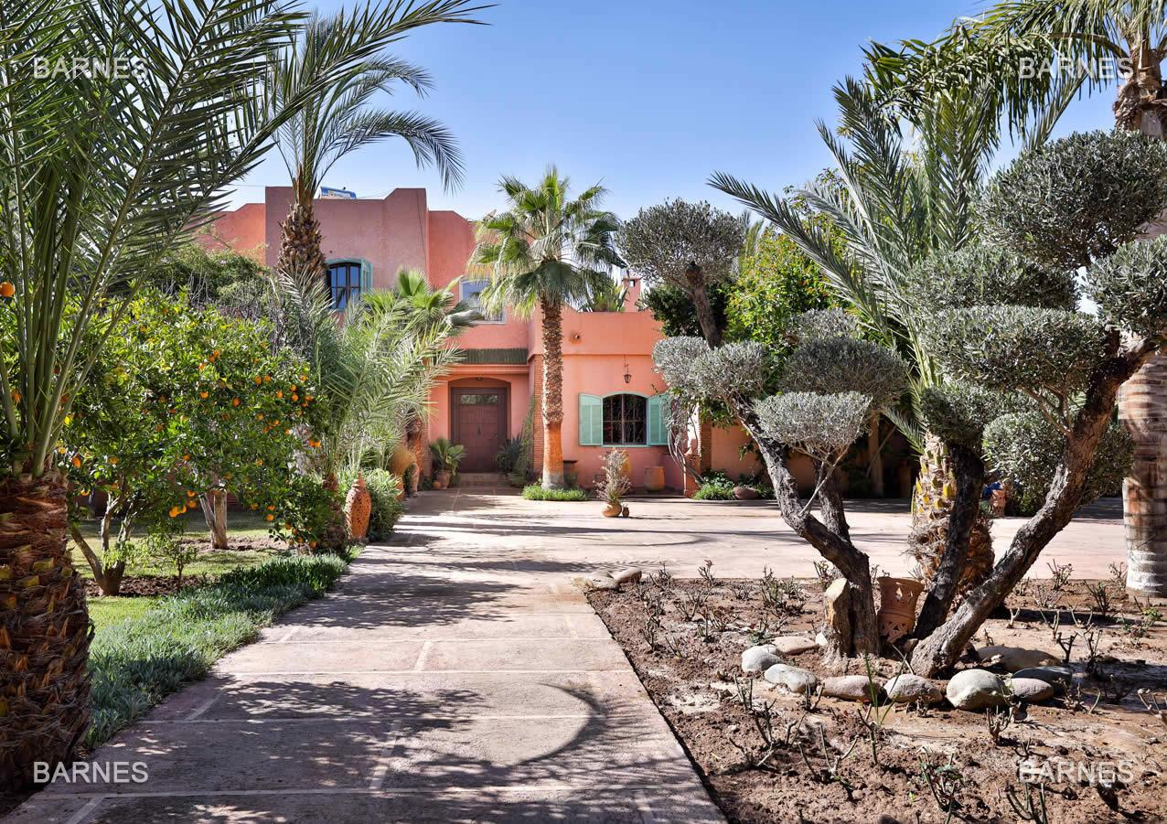 2-luxueuses-villas-à-vendre-piscine-débordement-hammam-salle-massage-solarium-privé