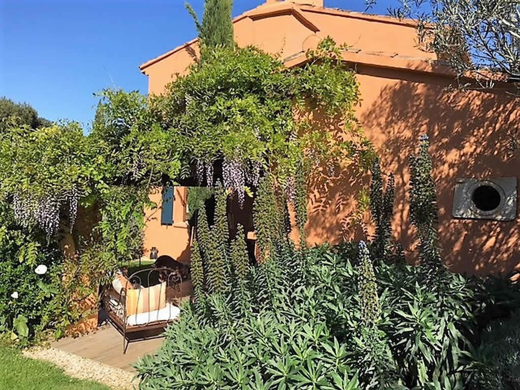 provencal-farmhouse-landscaped-lawn-for-sale-sanary-sur-mer-annex-fireplace-pool-patio-terraces