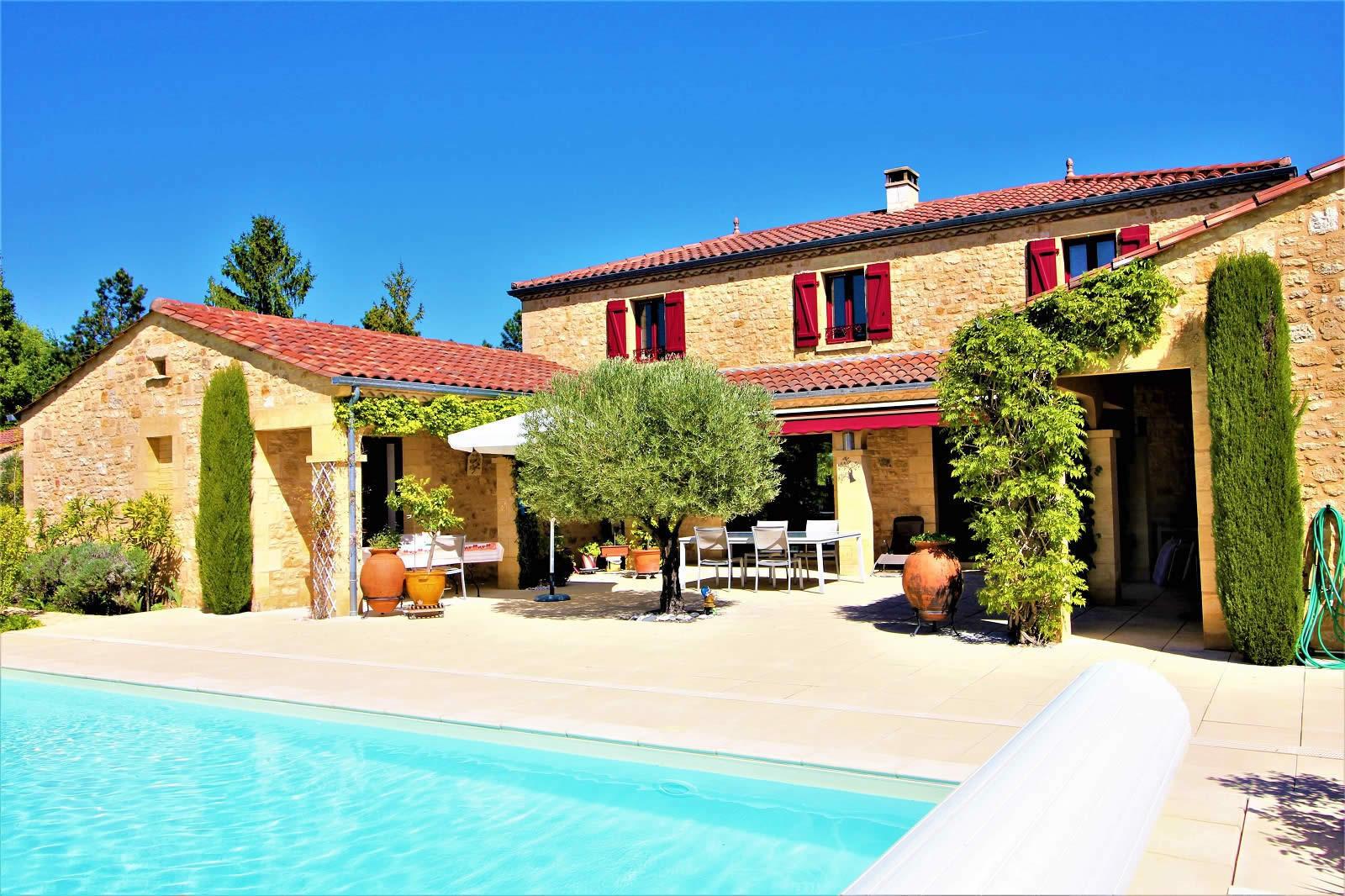 villa-a-vendre-sarlat-terrasse-plein-sud-piscine