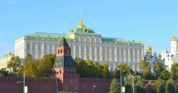 kremlin-place-rouge-jardin-alexandre-musees-restaurants