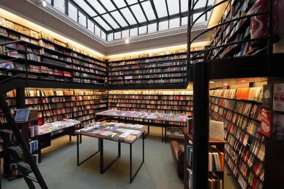 librairie-galignani-livres-expositions-seances-dedicaces