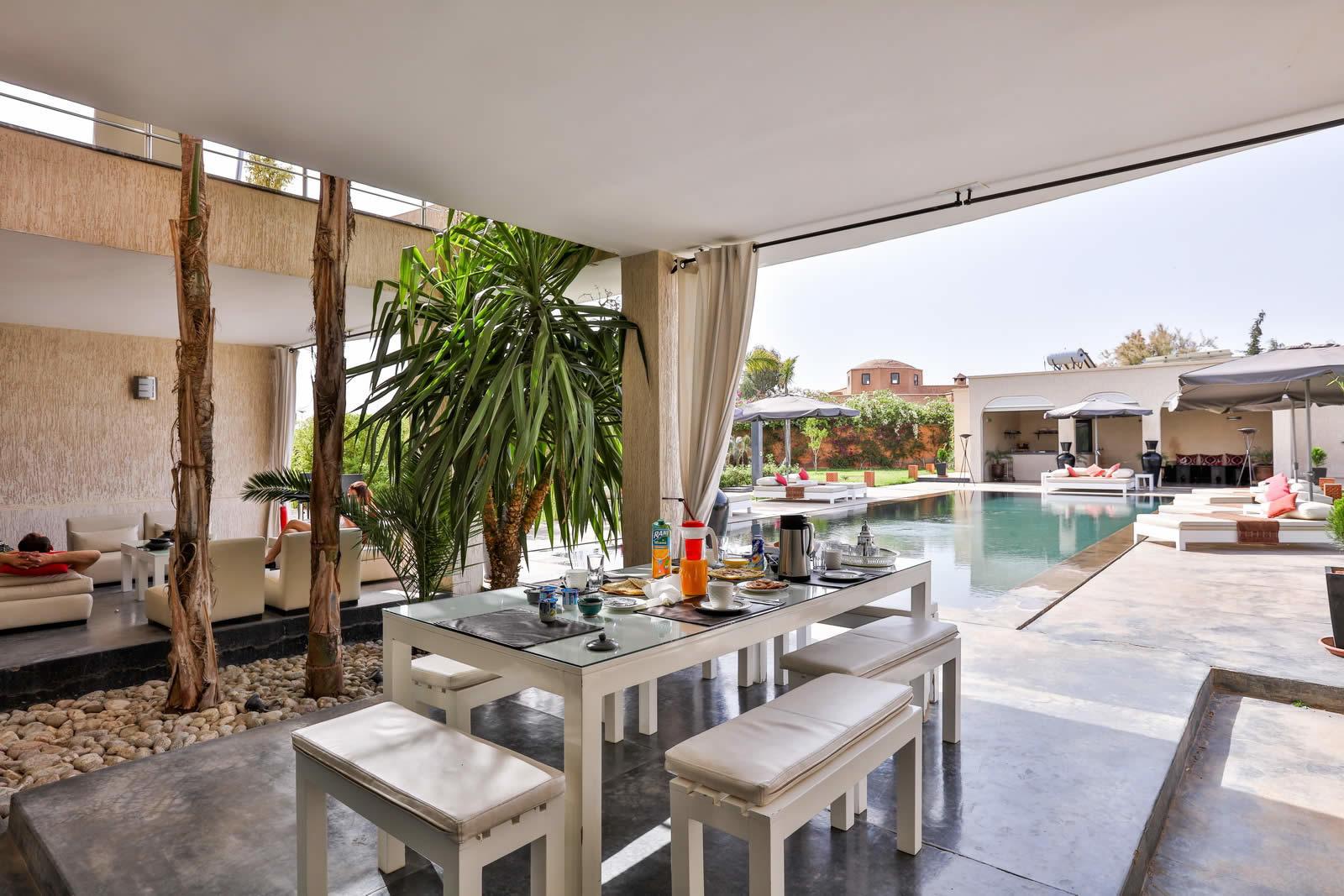 villa-contemporaine-a-vendre-piscine-vue-atlas-hammam