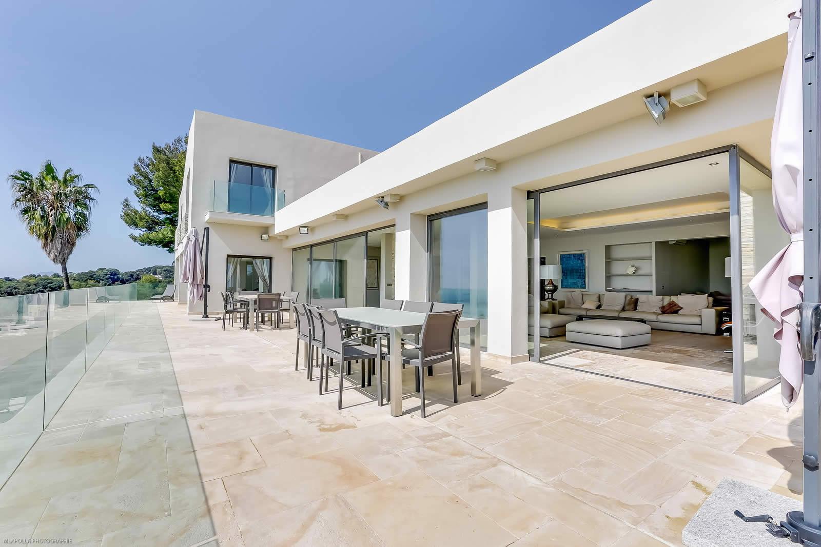 Villa moderne louer pour vos vacances vallauris pr s for Jardin pour villa moderne