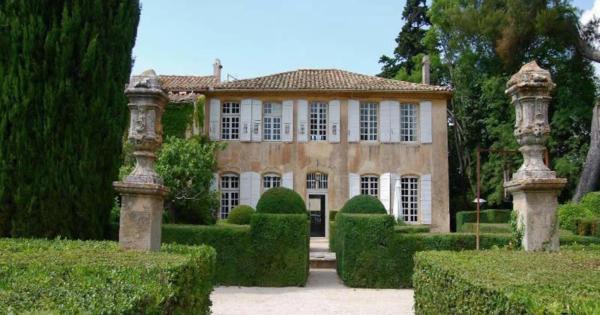 Acheter une maison moderne ou ancienne avec piscine aix for Acheter une maison ouaga 2000