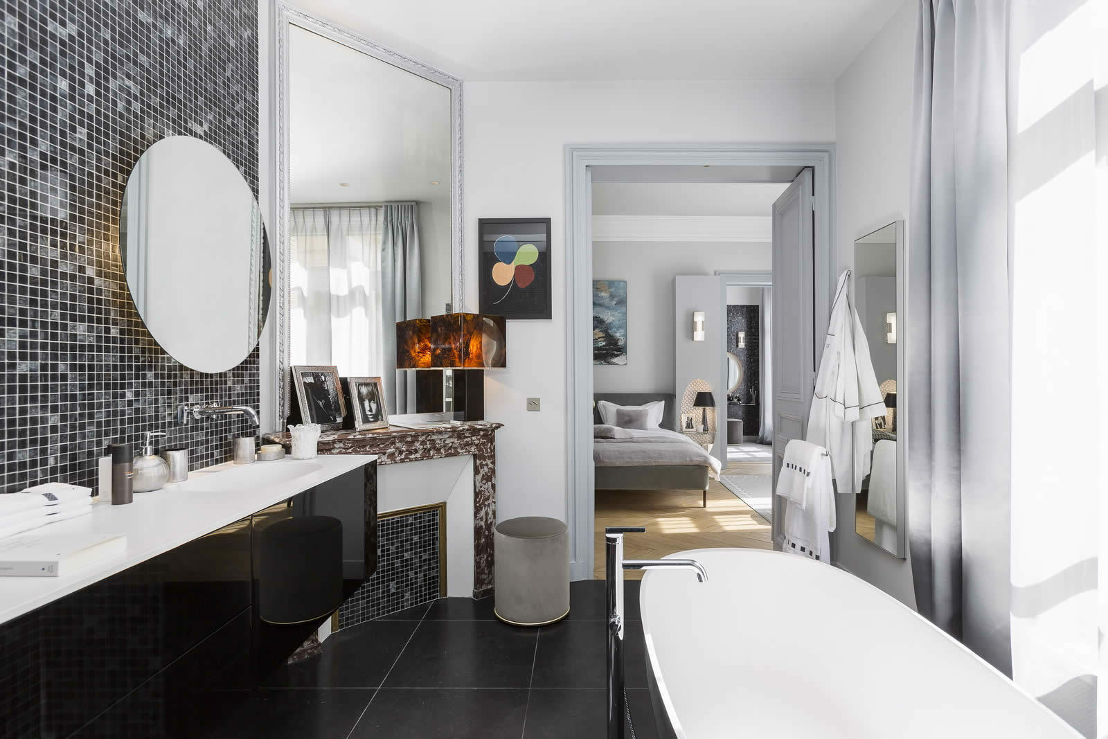 appartement-decore-gerard-faivre-a-vendre-avenue-marceau-vue-ensoleille-salon-cave-gardien