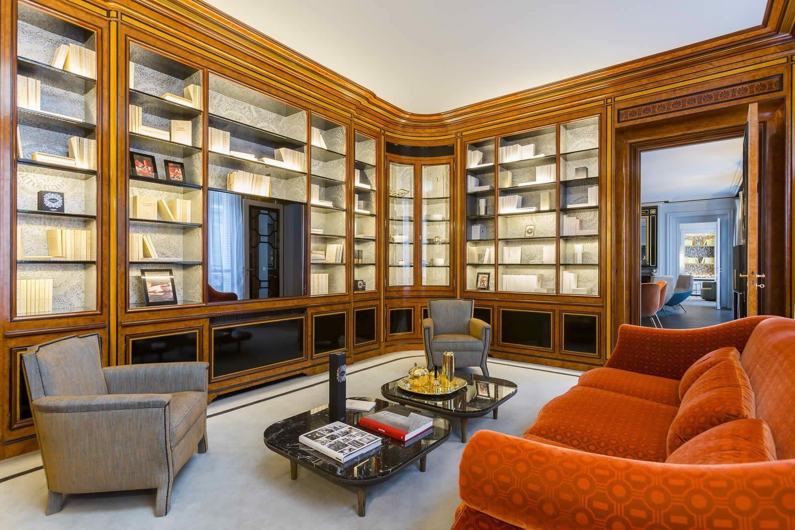 appartement-luxe-decore-gerard-faivre-a-vendre-saint-germain-des-pres-balcon-filant-cheminee-hammam-gardien