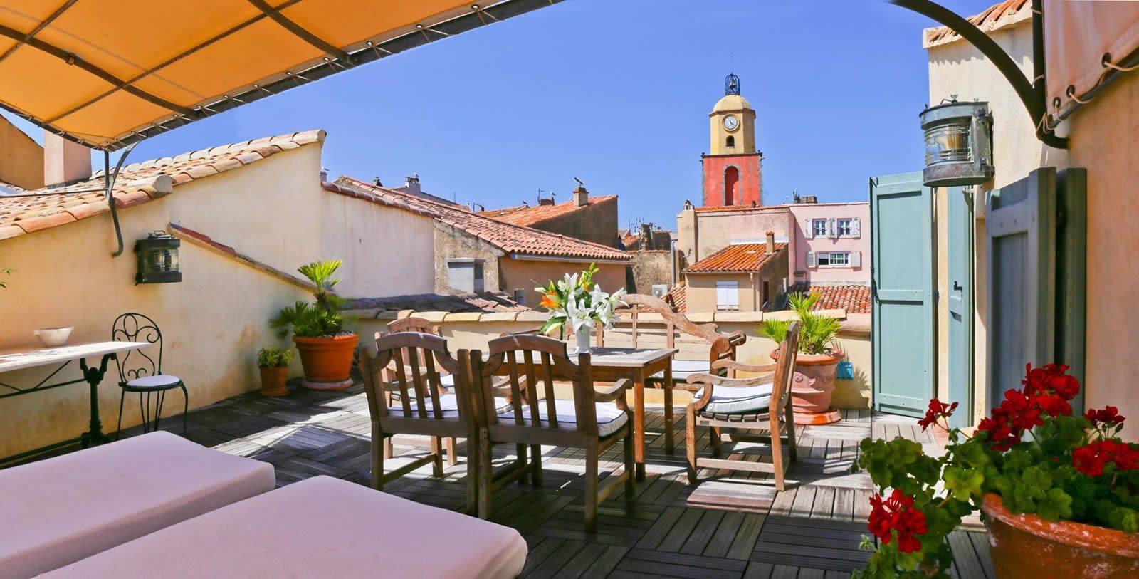 hotel-saint-tropez-terrasse-vue-mer-clocher--