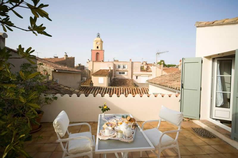 hotel-saint-tropez-terrasse-vue-mer-clocher-