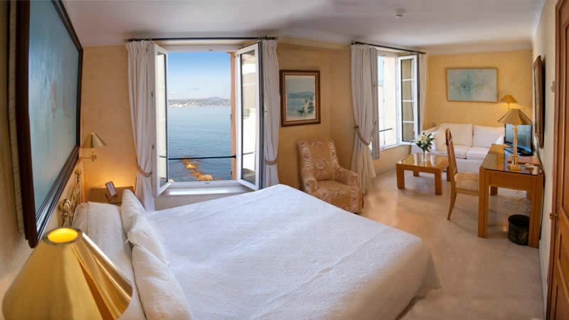 hotel-saint-tropez-terrasse-vue-mer-clocher
