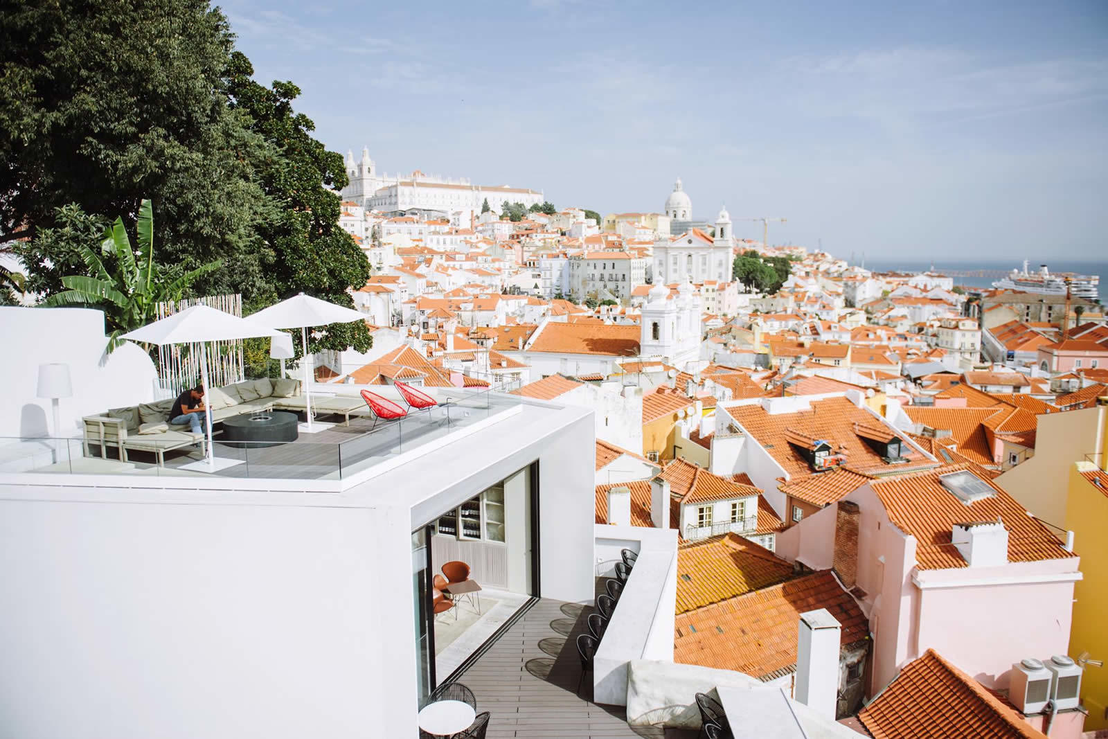 Memmo alfama in lisbon boutique hotel design rooftop in for Design boutique hotels algarve