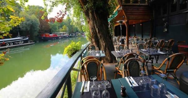 pied-dans-eau-restaurant-cuisine-warm-trendy::.