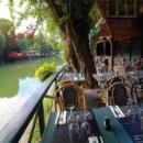 pieds-dans-eau-restaurant-cuisine-chaleureux-tendance:.: