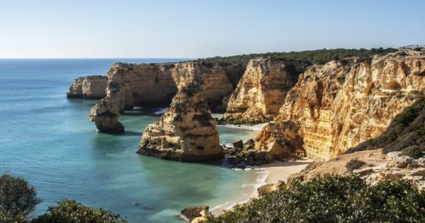 discover-algarve-dazzling-region-beauty