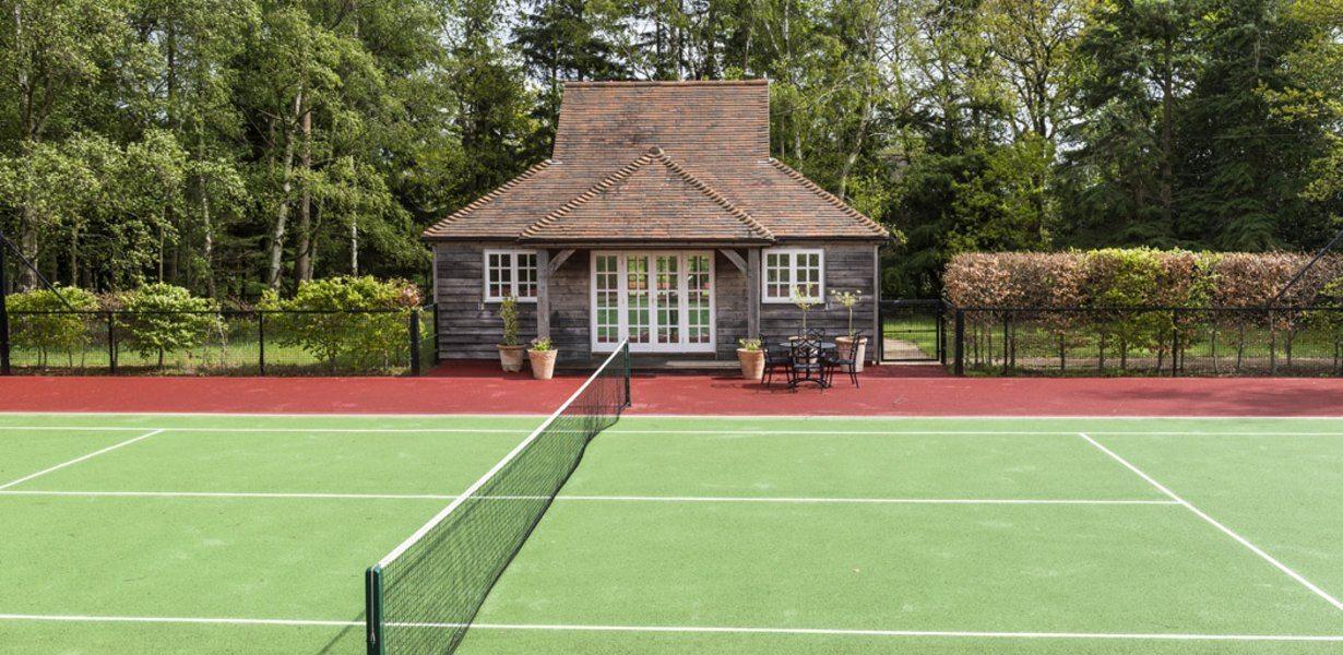 propriete-exception-a-vendre-surrey-terrain-tennis-piscines-spa-ecuries
