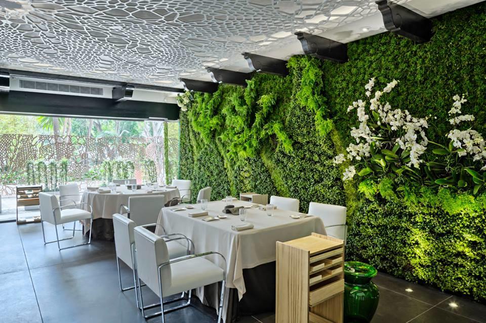 Dani garcia restaurant marbella en espagne cuisine - Decoration table restaurant gastronomique ...
