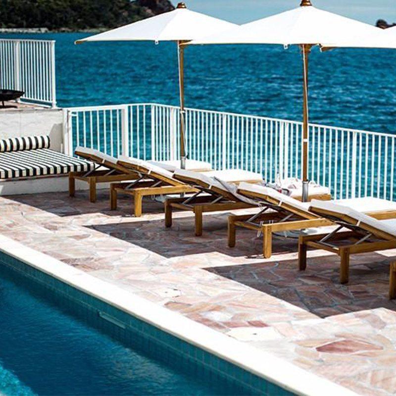 hotel-les-roches-rouges-etablissement-luxe-5-etoiles-spa-2-piscines-bord-mer-activites-nautiques-cours-yoga1
