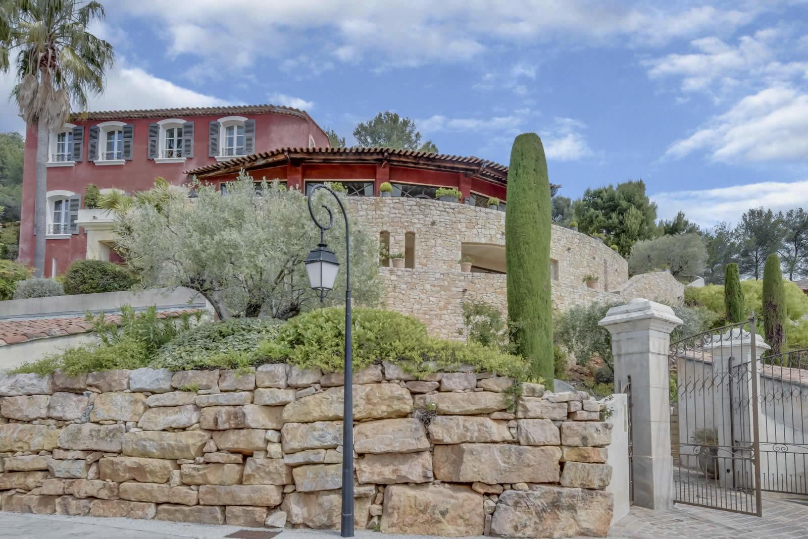 villa vendre saint cyr sur mer 4 chambres terrasse panoramique vue sur le golf et la mer. Black Bedroom Furniture Sets. Home Design Ideas