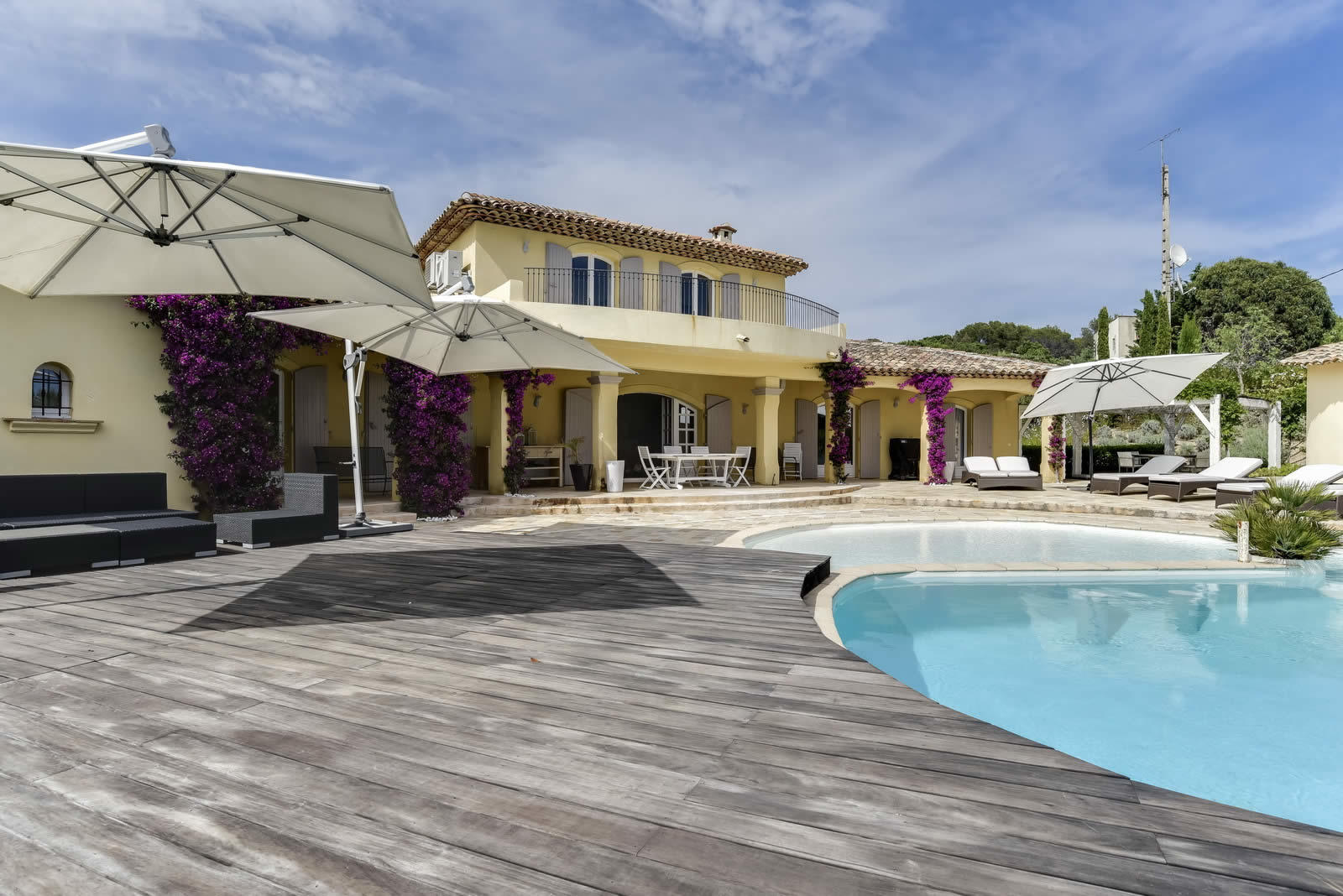 provencal villa for rent in ramatuelle saint tropez near the beaches 6 bedrooms and swimming. Black Bedroom Furniture Sets. Home Design Ideas