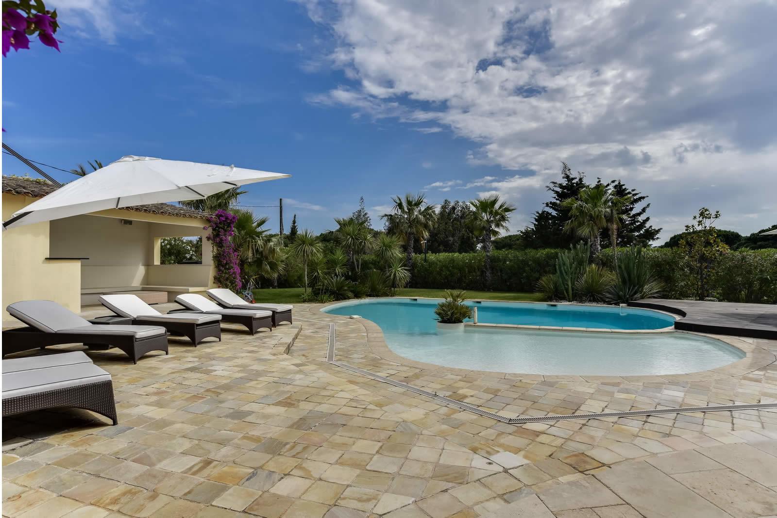 villa-provencale-a-louer-proche-plage-6-chambres-piscine